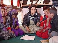 Zakia Zaki (centre)