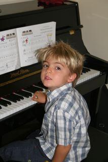 leo and piano
